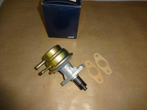 Bränslepump Original SAAB 99, 1983-84 ( från motornummer B20D091910-> upp ) SAAB 900, 1983-88 ( från motornummer B20D091910-> upp ) 2 st packningar medföljer ( enligt bild ) slanganslutning, inlopp 8 mm. utlopp 6 mm. art.nr. 7522733 / 752273