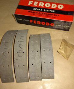 4 Bromsband med nit, Simca Aronde 9, 1955- 59 Elysee, P60, 1956- 62 Etoile, 1958- 63 Passar både fram och bak. Bredd: 4.5 cm.